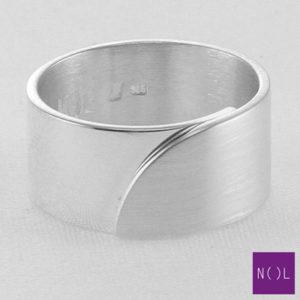 AG03110.10 NOL Zilveren ring