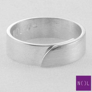 AG03110.6 NOL Zilveren ring