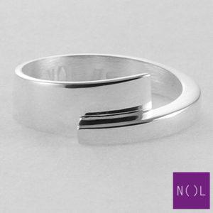 AG03127.7 NOL Zilveren ring