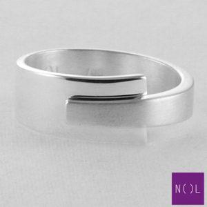 AG03177.8 NOL Zilveren ring