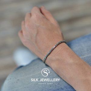 151 Silk armband