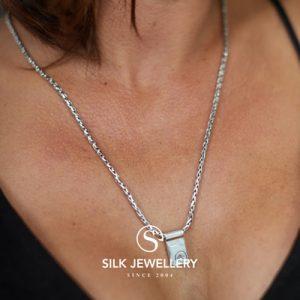 180 Silk collier met hanger