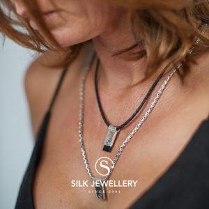 184BLK Silk collier met hanger