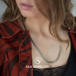377 Silk collier