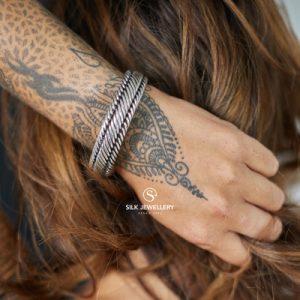 733 Silk armband