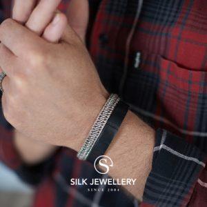 738 Silk armband