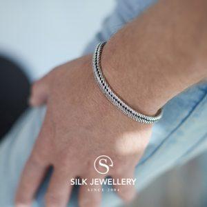 743 Silk armband